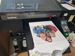 Printing a photo using the DTG method on a T-shirt